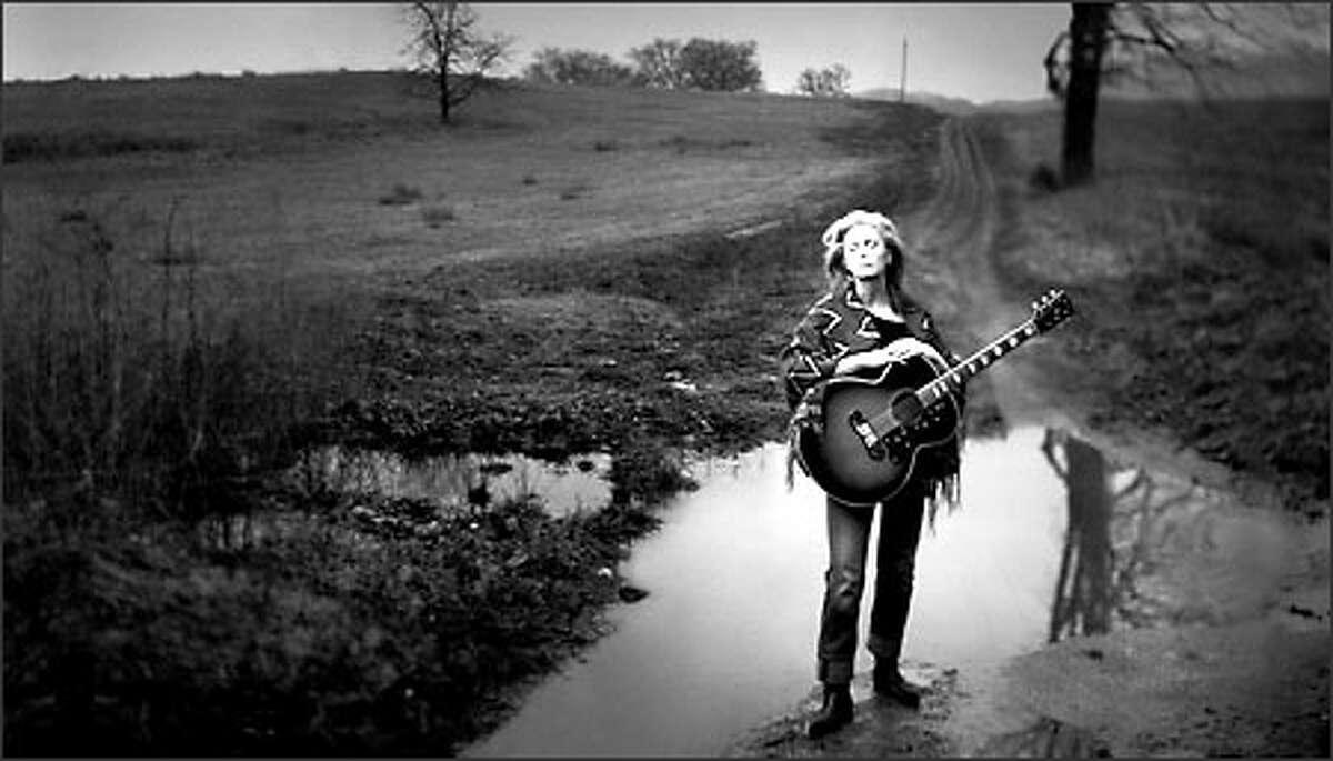 Emmylou Harris, Franklin, Tennessee, 2001. © Annie Leibovitz