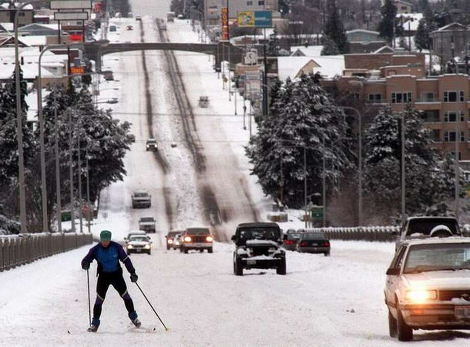 A cross country skier makes his way across the Aurora Bridge on December 31, 1996, after the worst of the snowstorm. (Jeff Larsen/P-I) Photo: P-I File