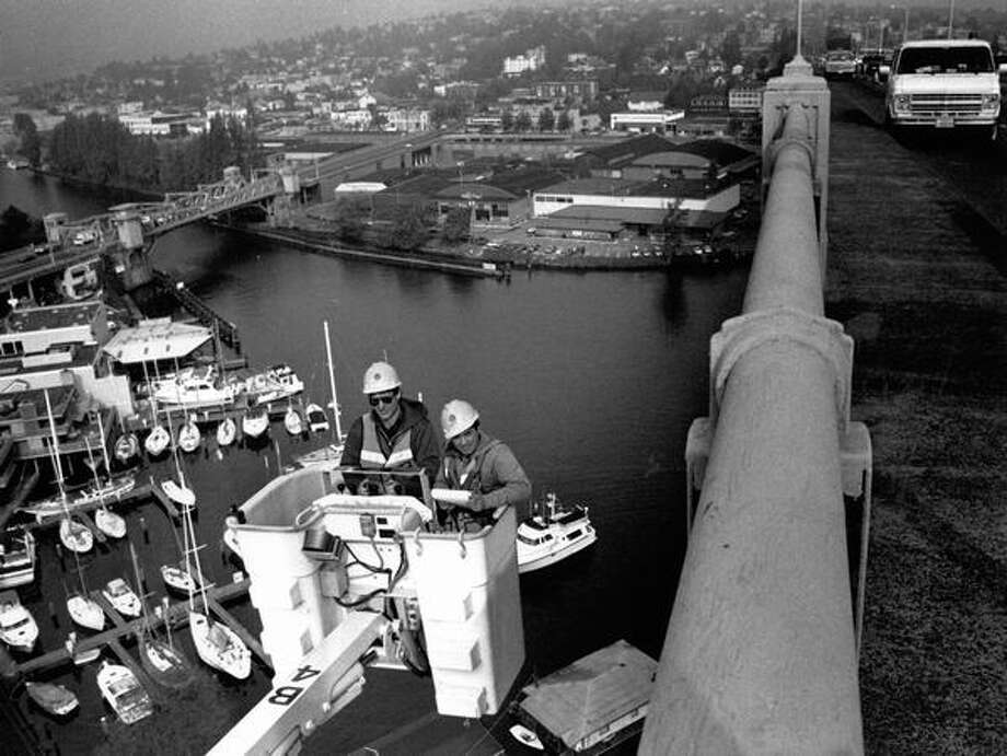 John Katrina and Ottavio Pejrano give the 80-year-old Aurora Bridge its annual inspection on October 9, 1991. (Photo by Phil H. Webber/P-I) Photo: P-I File