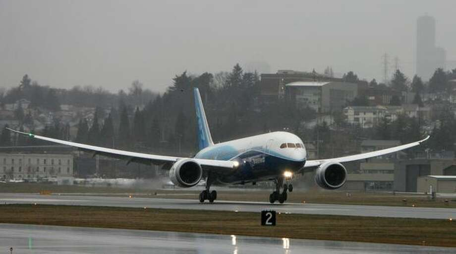 Boeing's 787 Dreamliner touches down at Boeing Field. The plane took off earlier in the day from Paine Field on its maiden voyage. Photo: Aubrey Cohen, Seattlepi.com