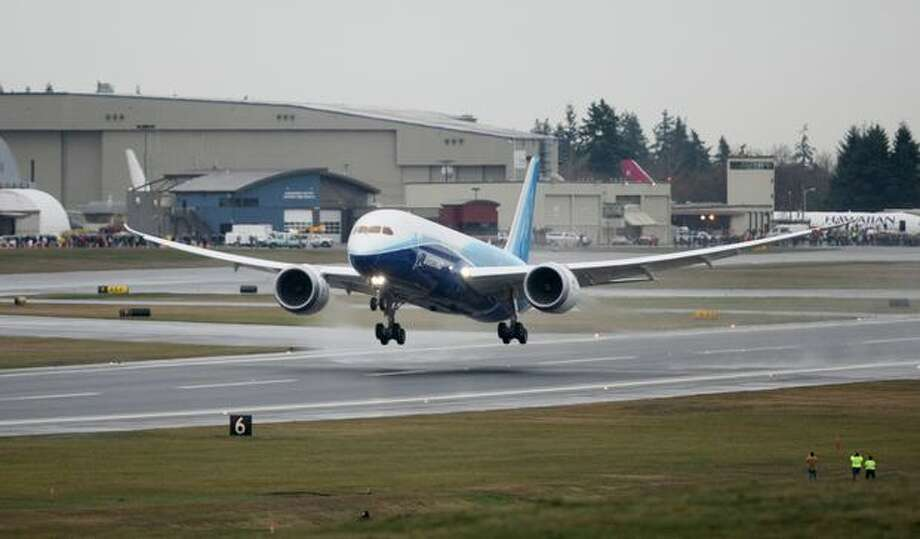 Boeing's 787 Dreamliner lifts off the runway, making its first flight at Paine Field in Everett on Tuesday. Photo: Thom Weinstein, Seattlepi.com