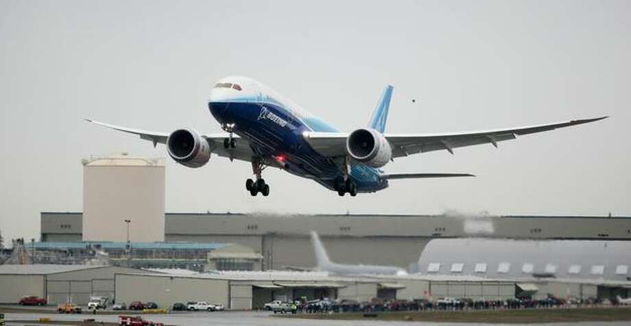 Boeing's 787 Dreamliner makes its first flight at Paine Field in Everett on Tuesday. Photo: Thom Weinstein, Seattlepi.com