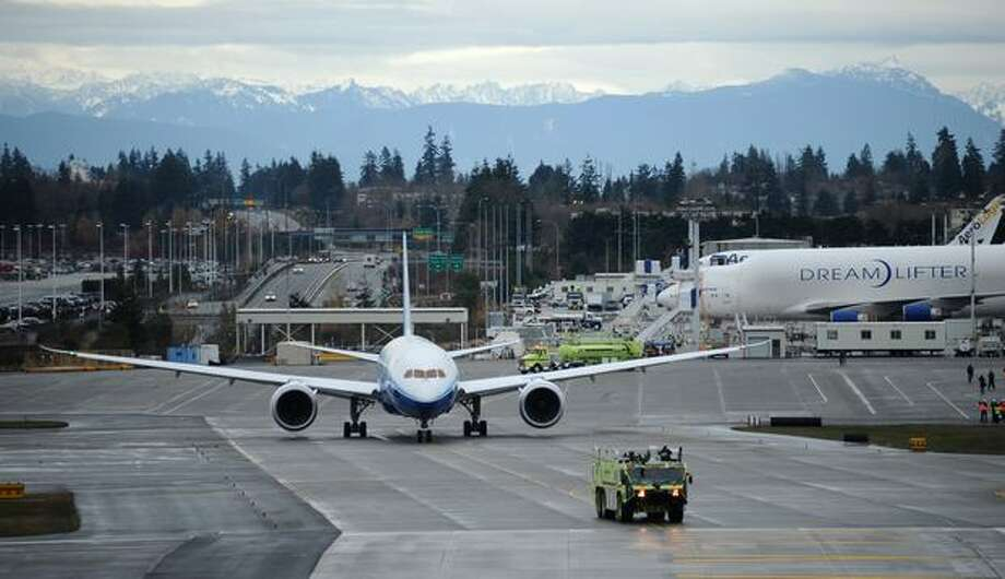 Boeing's 787 Dreamliner makes its way to the runway for its first flight at Paine Field in Everett. Photo: Thom Weinstein, Seattlepi.com