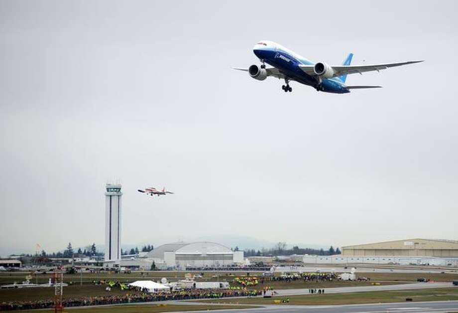 Boeing's 787 Dreamliner makes its first flight at Paine Field in Everett. Photo: Thom Weinstein, Seattlepi.com