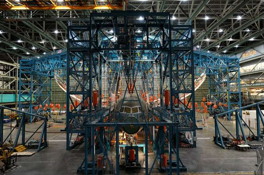 Boeing flexes the wing of the static-test 787 Dreamliner airframe to 150 percent of the loads it is expected to experience in flight at its Everett wide-body plant. Photo: The Boeing Company