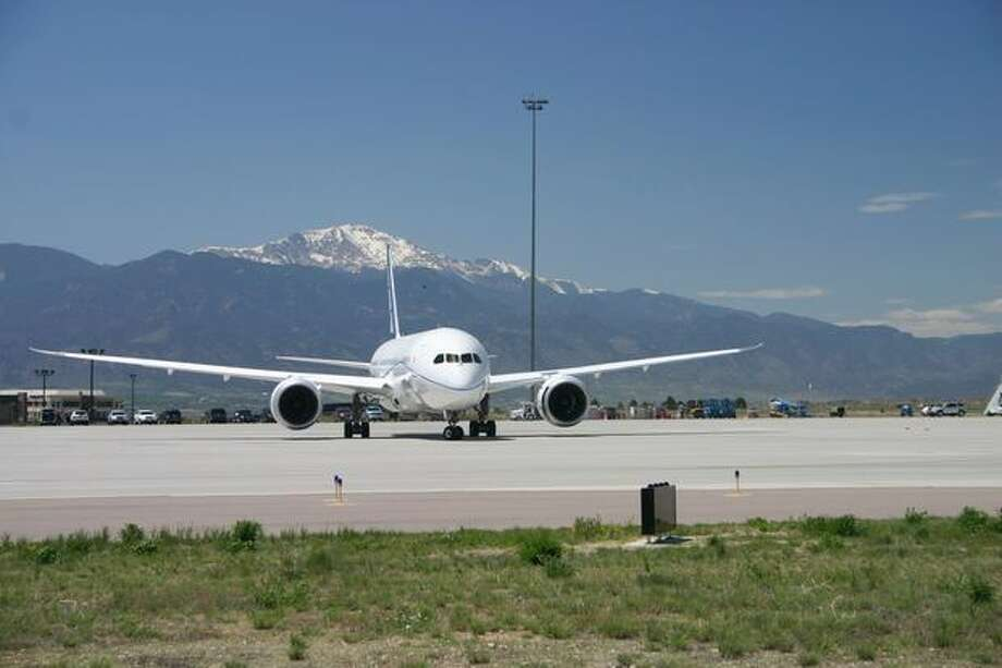 Boeing 787 Dreamliner ZA004 visits in Colorado Springs, Colo., for high-field-elevation tests. Photo: The Boeing Company