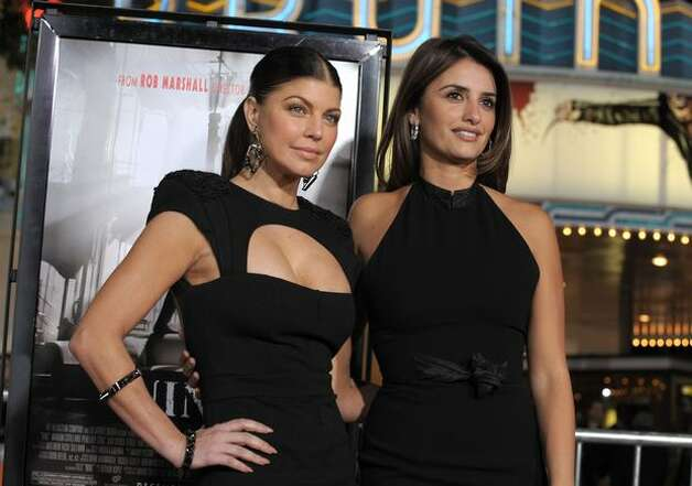 "Actresses Stacy ""Fergie"" Ferguson (L) and Penelope Cruz arrive. Photo: Getty Images"