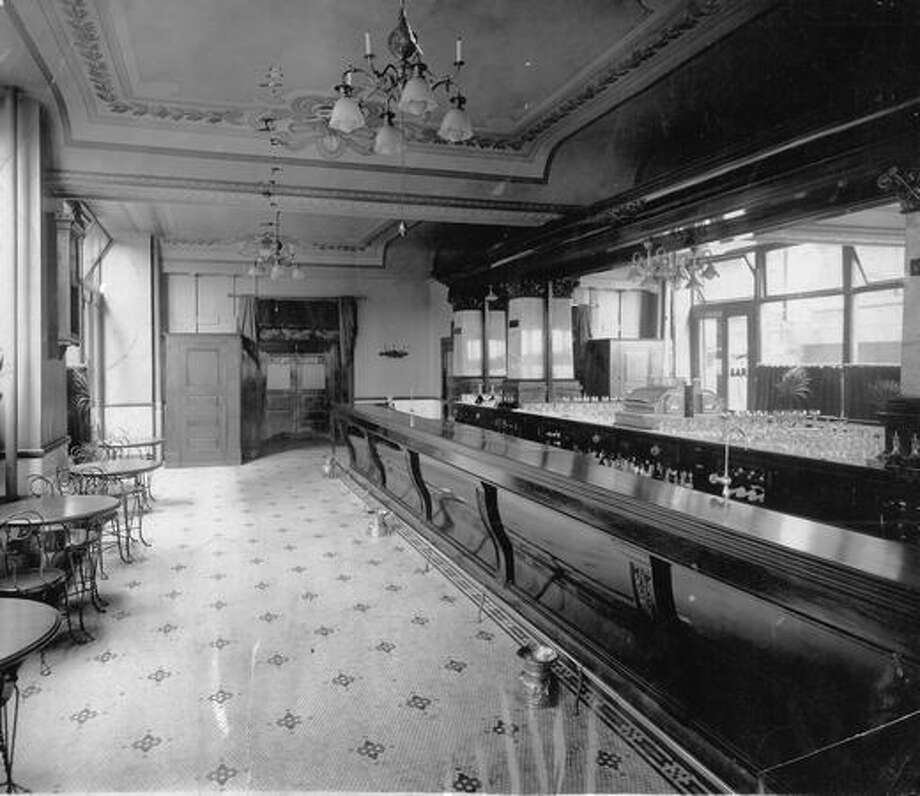 The New Pal Bar during the start of prohibition, which started in Washington in 1916. Photo: P-I File