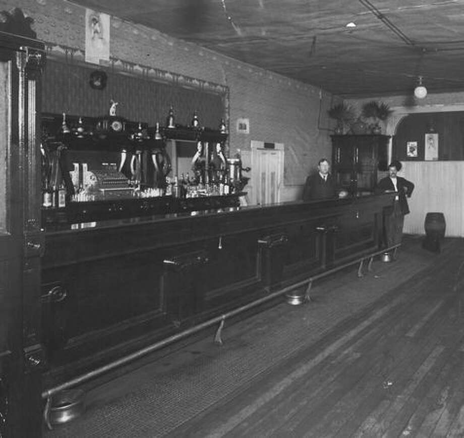 Hill Hendars' bar in Seattle at the start of prohibition, which started in Washington in 1916. Photo: P-I File