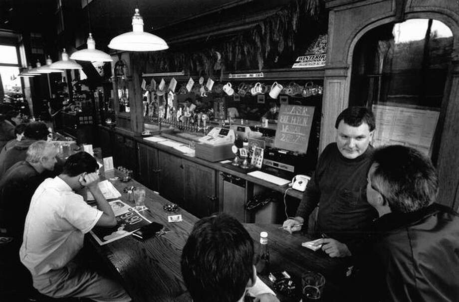 Alfa Zinkevicus takes a customer's order in the Red Door Ale House, formerly a biker hangout in Fremont, December 1989. Photo: P-I File