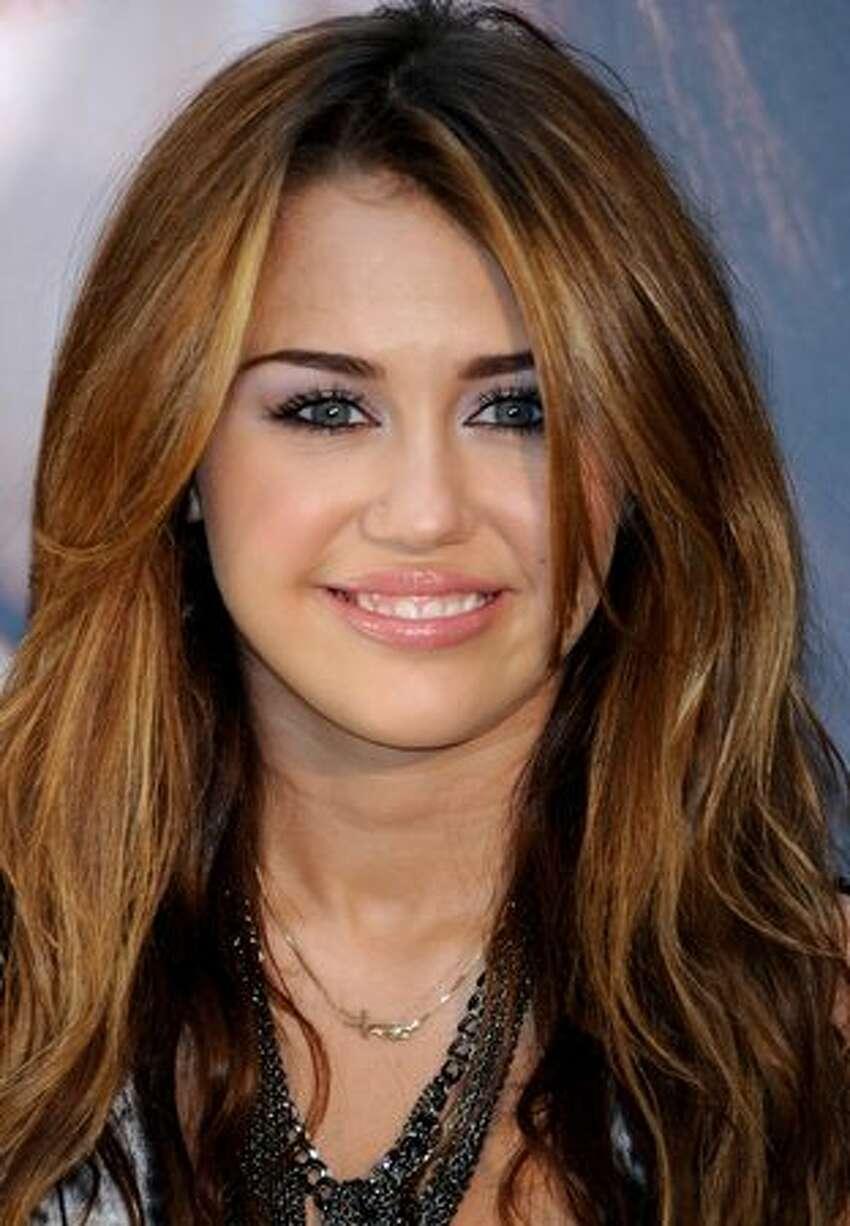 Cyrus presents her new album