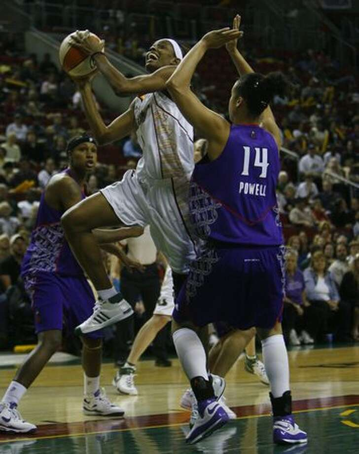 Seattle Storm's Swin Cash goes to the hoop over Sacramento's Nicole Powell in game 2 of the regular season at Key Arena in Seattle Tuesday May 20, 2008. (Photo/Seattle Post-Intelligencer, Gilbert W. Arias)