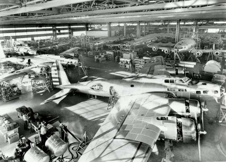 Boeing B-17B Flying Fortresses and 307 Stratoliners being assembled in 1939 at Plant 2, in Seattle. Photo: The Boeing Company