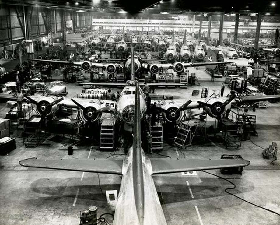 Boeing B-17 Flying Fortress assembly during World War II at Plant 2, in Seattle. Photo: The Boeing Company