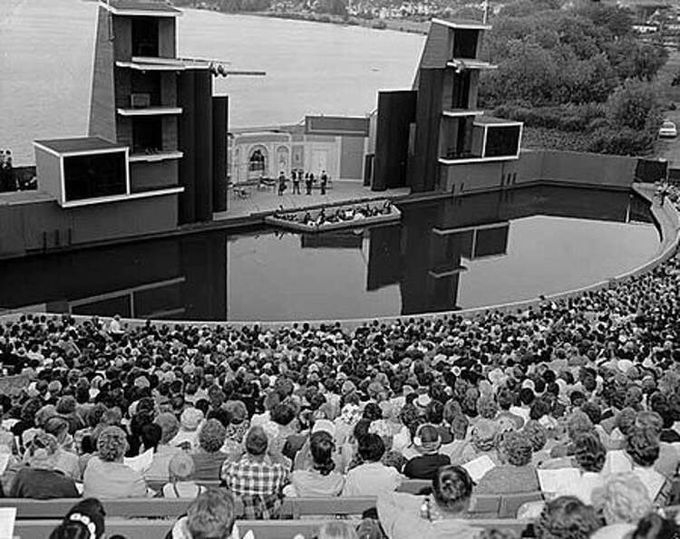 The Green Lake Aqua Theatre during the opening day of the musical Silk Stockings, 1961. (Seattlepi.c