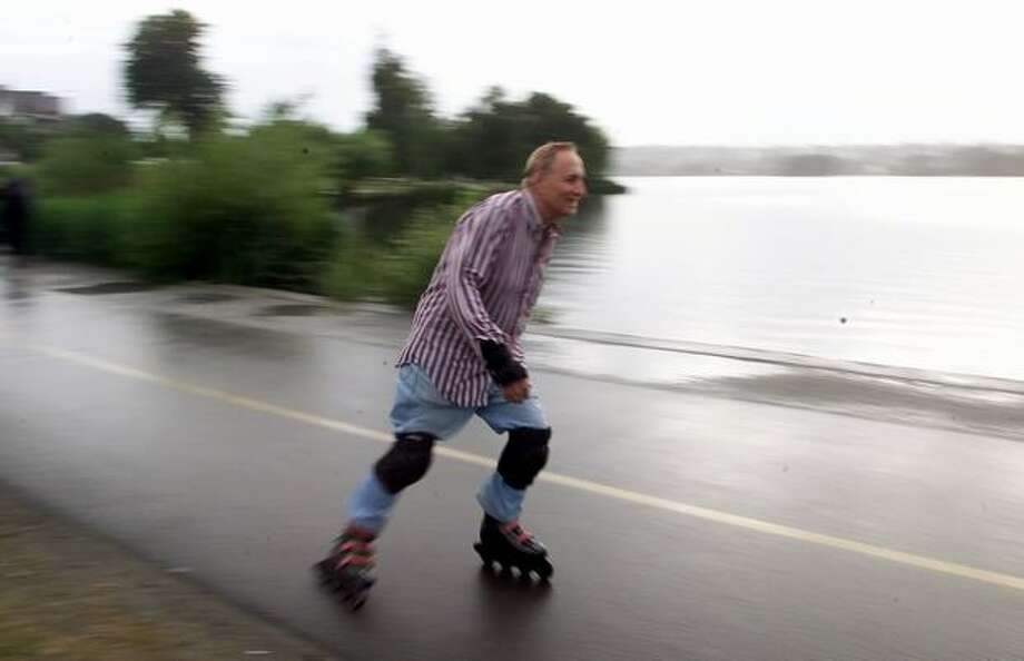 Hank Curci skates around Green Lake in 2000. Photo: P-I File