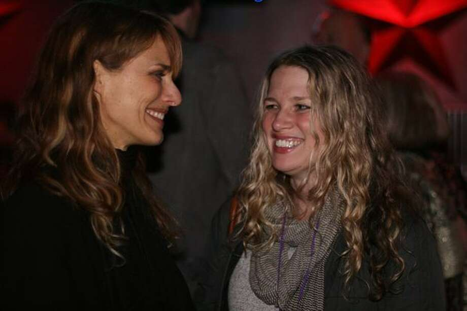 "Seattle filmmakers Lynn Shelton and Jennifer Maas mingle at the Seattle Party. Shelton directed 2009 Sundance hit ""Humpday"" and the Web series ""$5 Cover: Seattle."" Maas, a producer of ""Humpday,"" directed ""Wheedle's Grove,"" a documentary about Seattle's soul music scene. Photo: Mónica Guzmán, Seattlepi.com"
