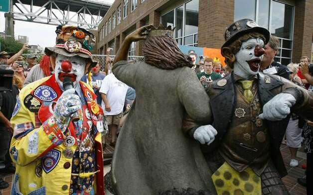 J.P. Patches works the crowd after he and Gertrude unveiled a new statue of themselves at the Fremont Solstice Plaza, Aug.. 17, 2008. (Gilbert W. Arias/Seattlepi.com file) Photo: P-I File
