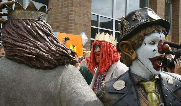 Gertrude, left, laughs as he looks at a statue of J.P. Patches and Gertrude in August 2008. (Gilbert W. Arias/Seattlepi.com file) Photo: P-I File