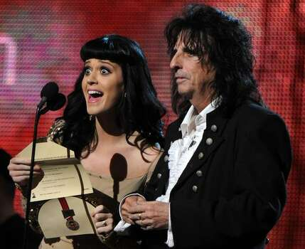 Katy Perry and Alice Cooper present the award for the Best Rock Album. Photo: Getty Images