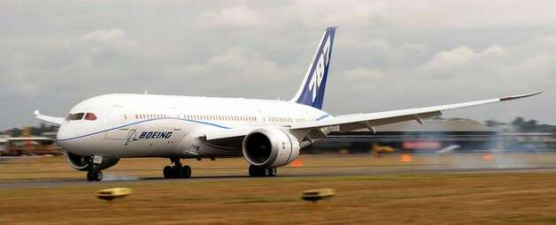 Boeing's third 787 Dreamliner lands at the 2010 Farnborough International Airshow, in Farnborough, England. Photo: Getty Images