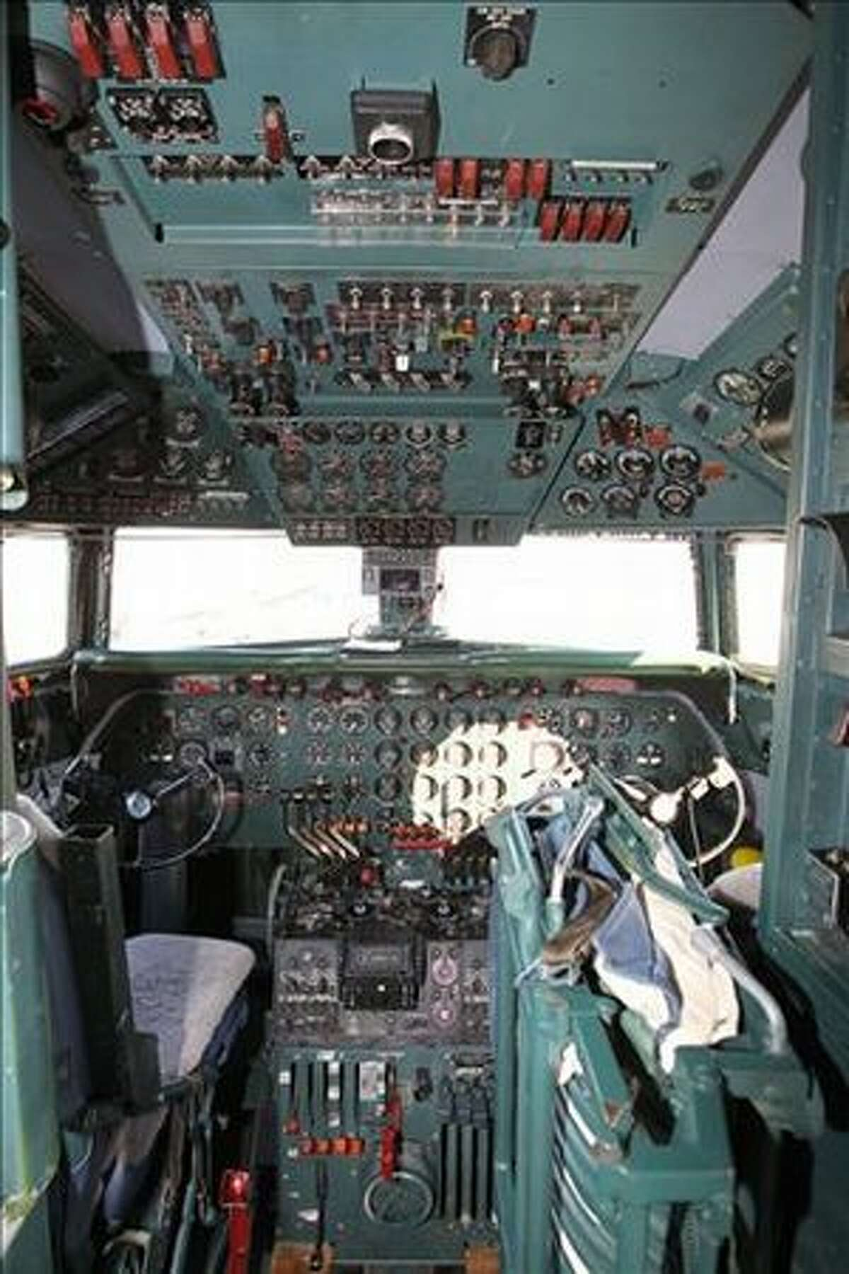A view of the cockpit of the DC-7. (DAN LUFT/EAA)