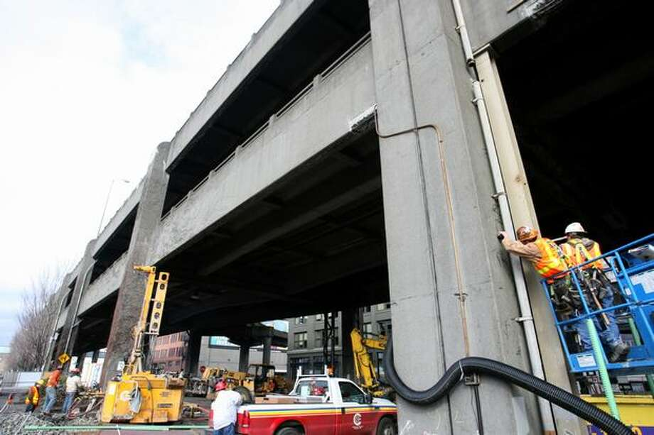 Crews installed temporary support structures below the lower deck of the Alaskan Way Viaduct between Columbia Street and Yesler Way, February 11, 2008. Photo: P-I File