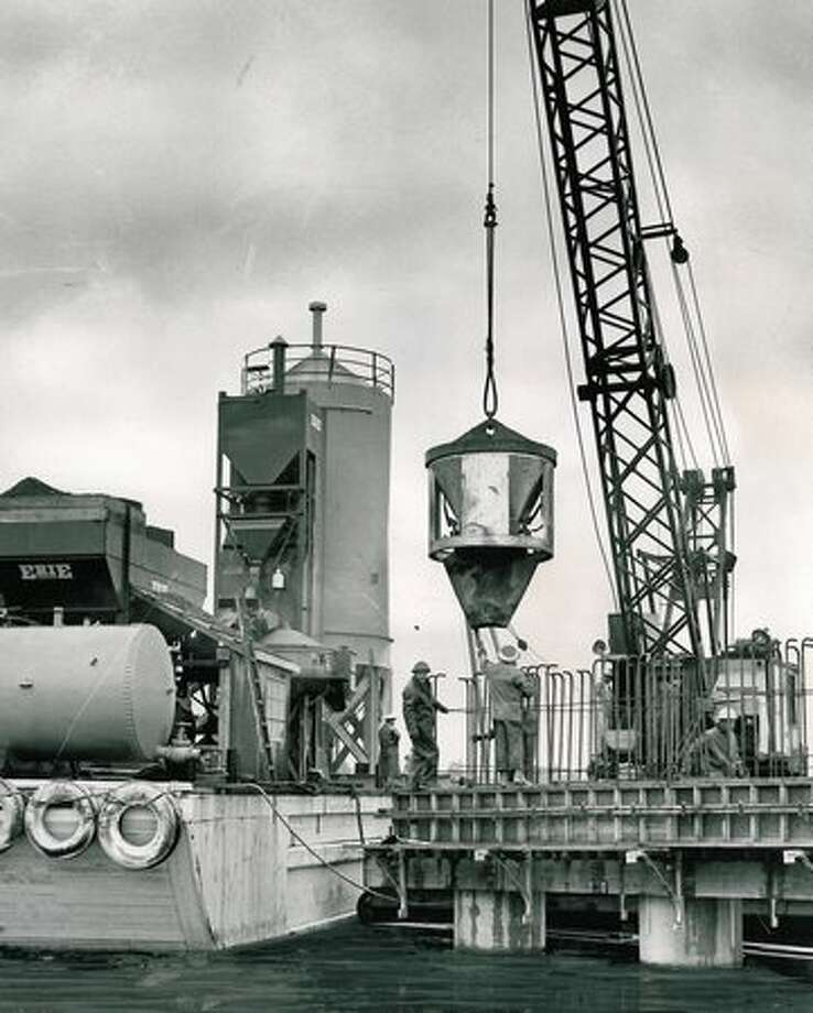 Mixing concrete during 520 bridge construction, October 1961. Photo: P-I File