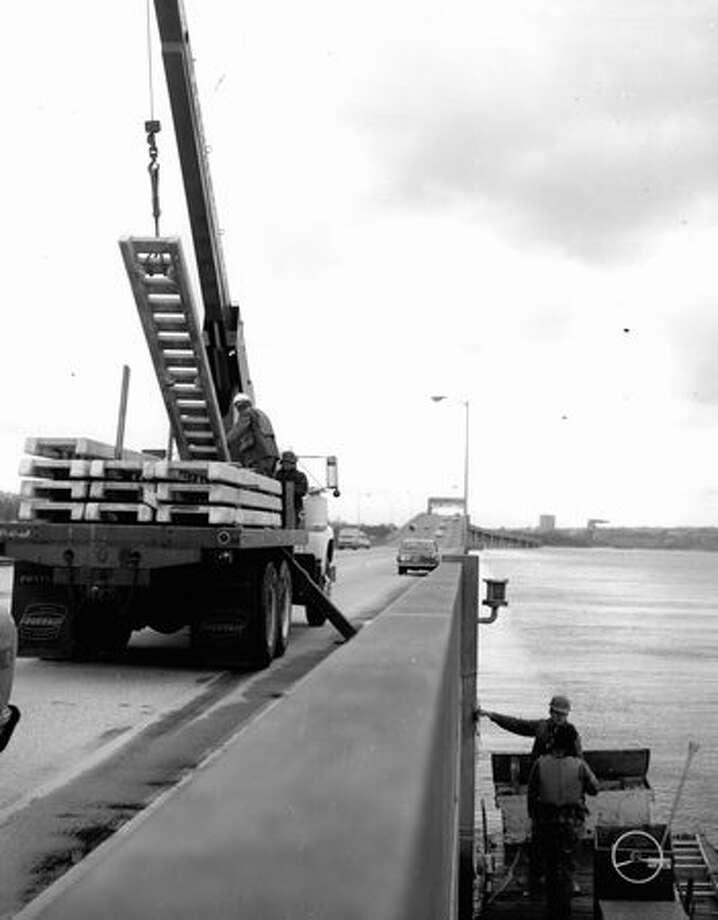 Work on the 520 bridge, May 8, 1974. Photo: P-I File