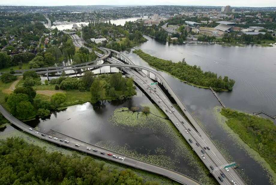 The state Route 520 interchange near Husky Stadium at the Washington Park Arboretum, June 12, 2007. Photo: P-I File