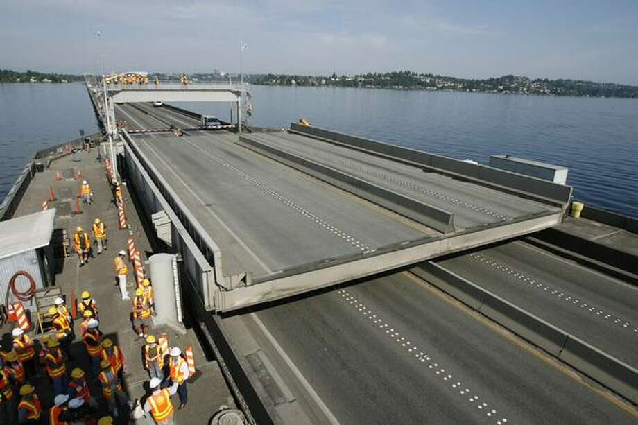 Visitors watch the West section raise as the road retracts, July 2007. The State Department of Transportation invited about 50 local politicians, DOT employees, seven winners of a drawing and the news media to tour the maintenance work being done on the 520 bridge. Photo: P-I File