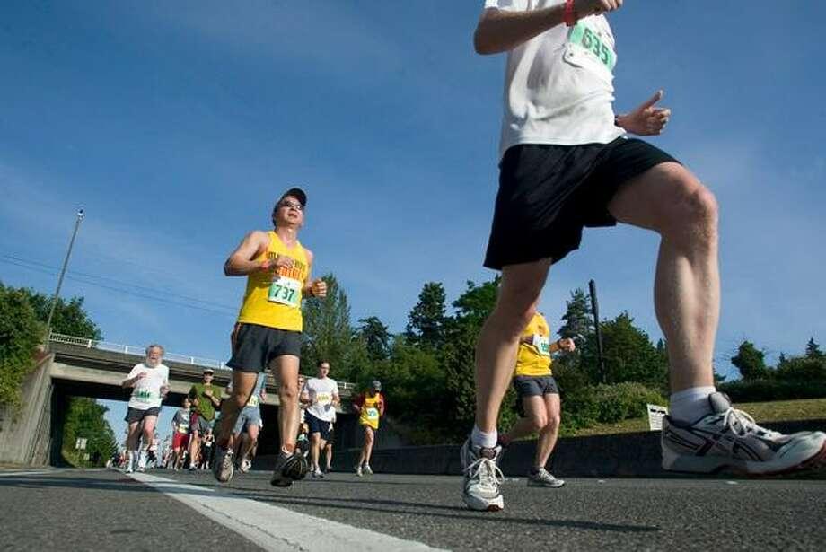 Virginia Mason Team Medicine runners in the Seafair Marathon, June 29, 2008. Photo: P-I File