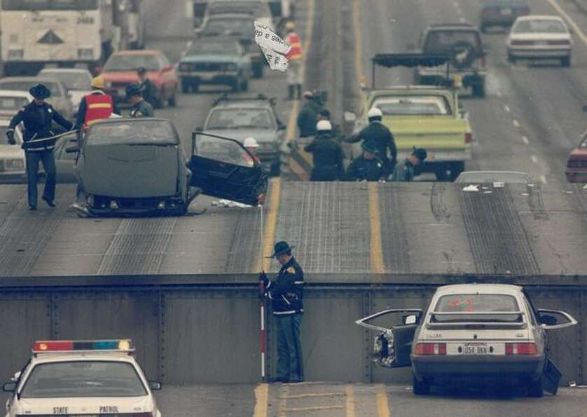 A span of the 520 rose in December 1989, causing cars to slam into it.