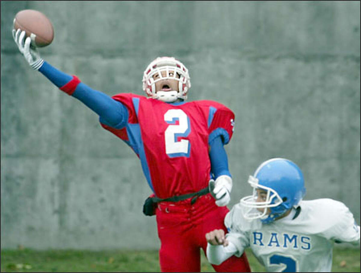 Cleveland's Jamall Weems (2) hauls in a pass at the back of the end zone over Ingraham defender Robert Vallejo.