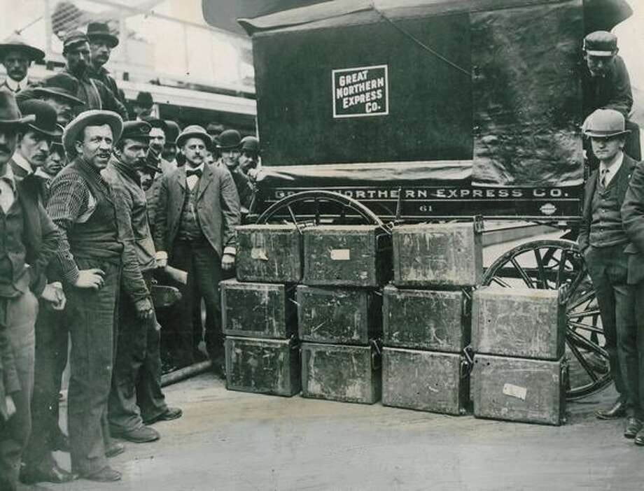 The photo caption for this 1900 photo caption read: A $1,350,000 gold shipment from the Dawson Yukon Territory to Seattle came on the S.S. Dolphin. Photo: P-I File
