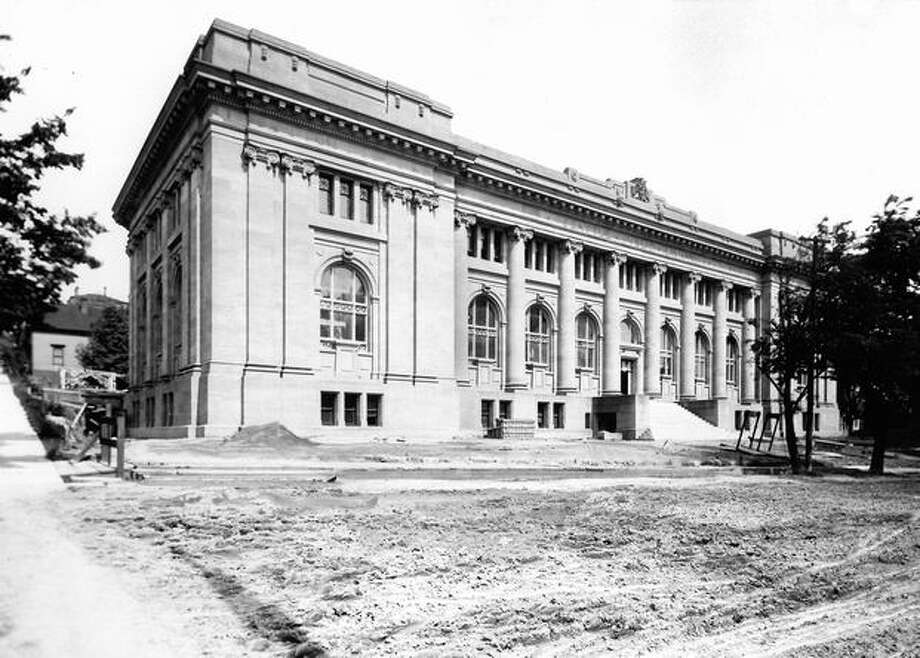 The caption for this 1905 photo reads: The city's first permanent library. Photo: P-I File