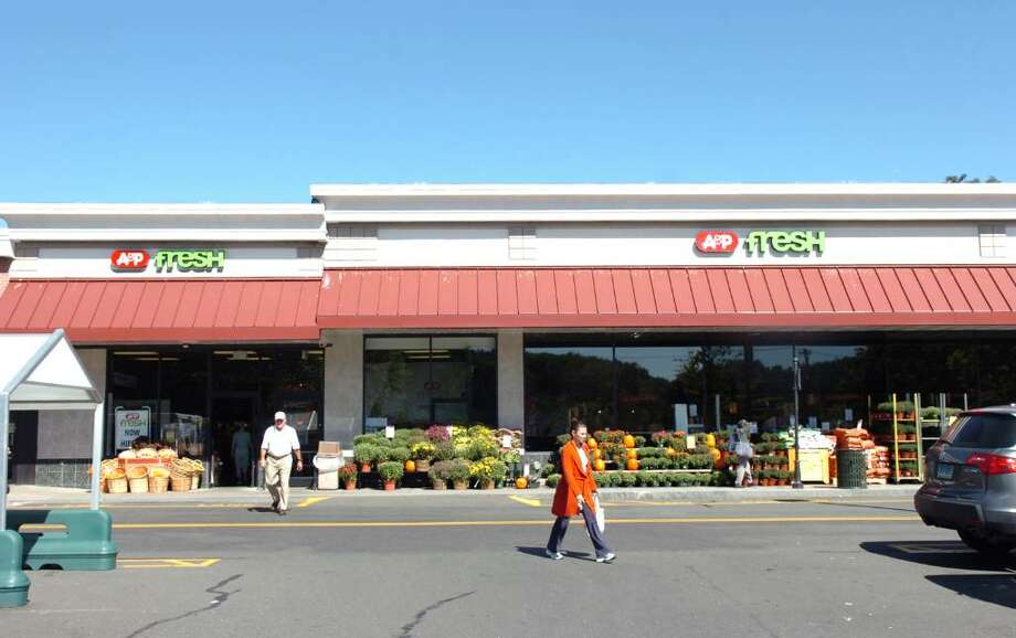 A&P Fresh in Old Greenwich Saturday morning, Sept. 19, 2009. Money from an ATM machine was stolen from the store Friday night after theives cut a hole in the roof of the building descending on the store's egg inventory. The investigation is ongoing. Photo: Keelin Daly / Greenwich Time