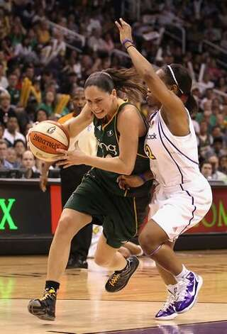 Sue Bird #10 of the Seattle Storm handles the ball under pressure from Temeka Johnson #2 of the Phoenix Mercury. Photo: Getty Images