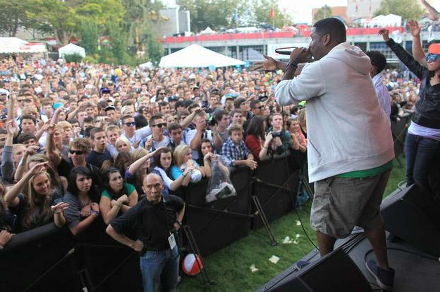 Rapper Jay Electronica performs on the Fischer Green Stage.