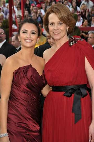 Actresses Penelope Cruz (L) and Sigourney Weaver arrive at the 82nd Annual Academy Awards held at Ko