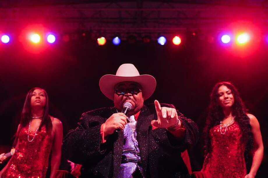 """Solomon Burke, also known as the """"King of Rock and Soul"""" sings from his throne. Photo: Elliot Suhr, Seattlepi.com"""
