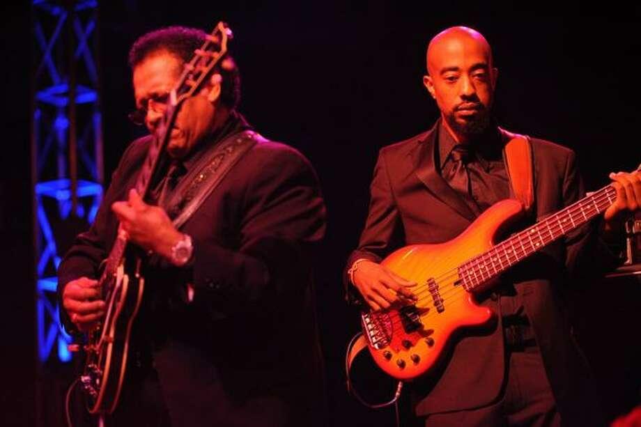 A bassist and guitarist accompany Solomon Burke's soulful lyrics. Photo: Elliot Suhr, Seattlepi.com