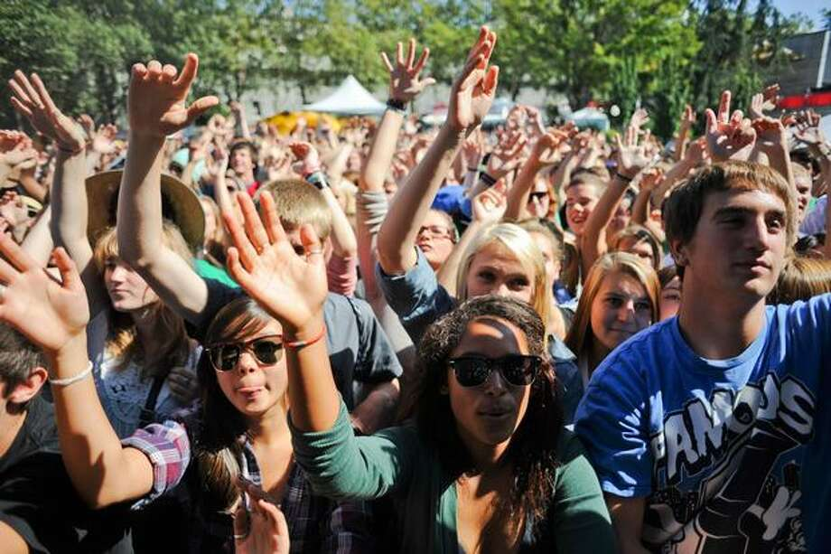Fans raise their hands to the beat as Fresh Espresso performs. Photo: Elliot Suhr, Seattlepi.com