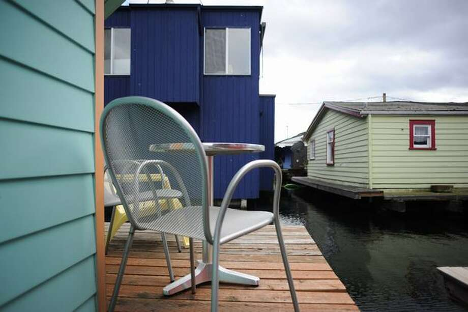 A deck of a floating home.  Photo: Elliot Suhr, Seattlepi.com