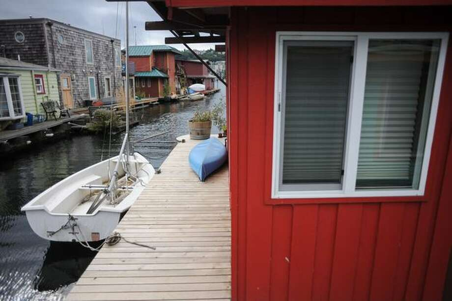 A sailboat is parked next to a floating home, the same way a car might be parked next to a landlubber's house.  Photo: Elliot Suhr, Seattlepi.com