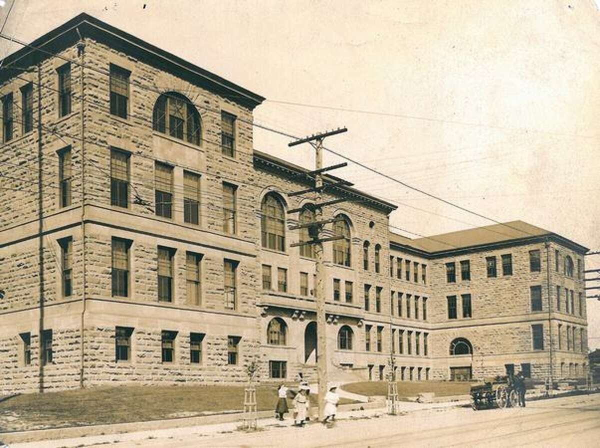 An early, undated photo of Broadway High School.