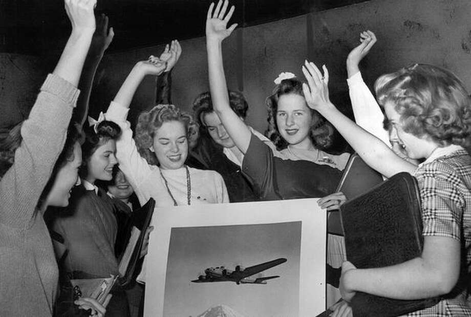 The September 1943 photo caption read: Hoping to put a Flying Fortress over enemy territory, Lincoln High School students pledged themselves to raise $350,000 in the Third War Loan drive at a double assembly yesterday morning. Photo: P-I File