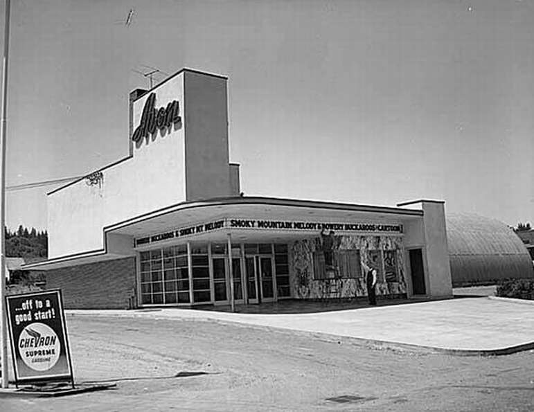 The Avon Theater in Bothell, 1949. (Seattlepi.com/MOHAI)