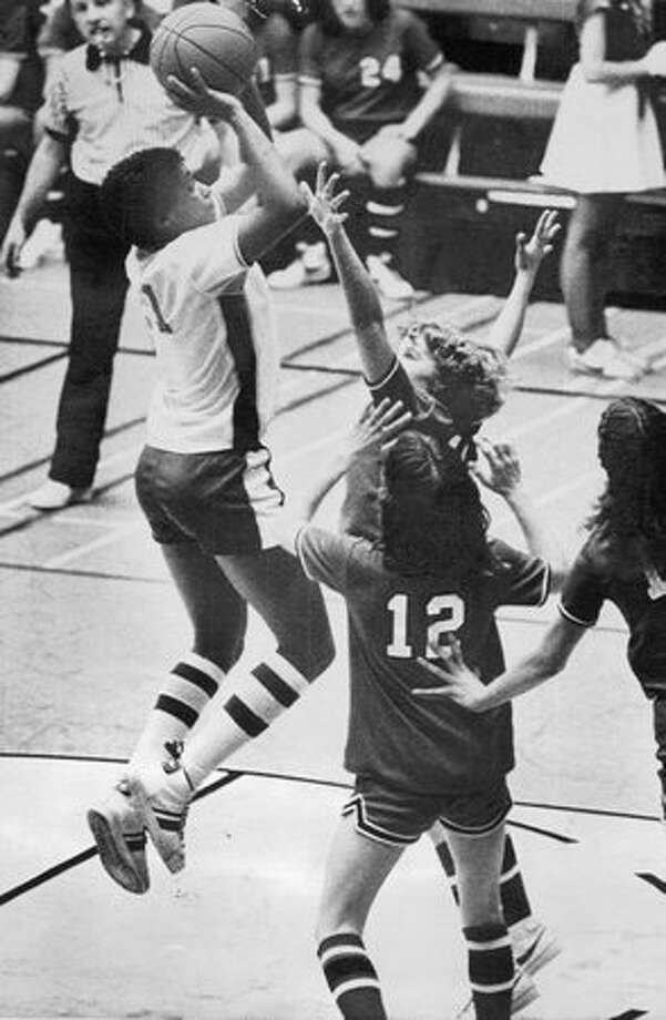 Joyce Walker of Garfield High School, scored a Class AAA girls basketball tournament record 40 points in a win over Renton, February 1980. Photo: P-I File