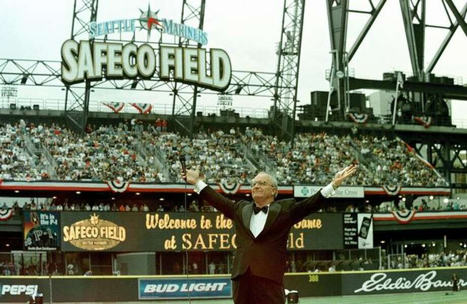 Seattle inaugurates the new Safeco Field against the San Diego Padres 15 July 1999 as 23-year veteran Mariner broadcaster Dave Niehaus welcomes the crowd during pre-game ceremonies. Photo: Getty Images / Getty Images